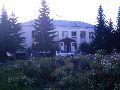 Усть-Кокса. Центральная площадь. Здание районной администрации